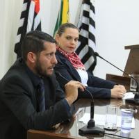 Júlio Mendes indica nivelamento dos paralelepípedos na Rua Castro Fafe
