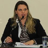 Roberta Barsotti solicita instalação de cobertura na área externa do Posto de Saúde do Portão